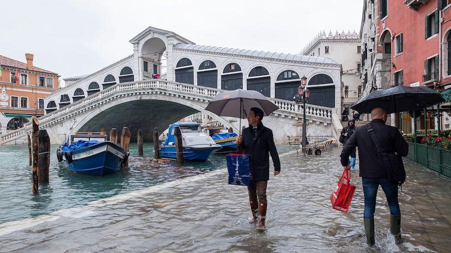 venice flooded rialto